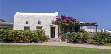 villa-elia-exterior-photo-lolantonis-beach-paros-1 - Alargo | Håndplukkede ferieboliger på Kreta, Korfu og Paros