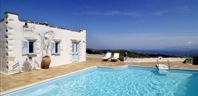 lefkes-villa-exterior-and-pool-area-paros-island-4 - Alargo | Håndplukkede ferieboliger på Kreta, Korfu og Paros